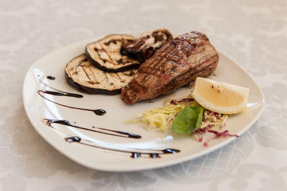 carne-di-bufalo-hotel-ristorante-il-carrettino-tortona
