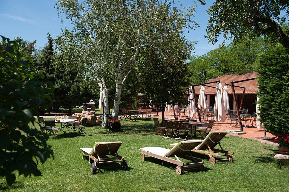 hotel-risotarante-carrettino-giardino